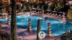 Outdoor-Pool-at-Bellagio-Las-Vegas