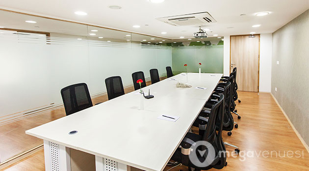 Meeting-Room-At-Davanam-Sarovar-Portico-Suites