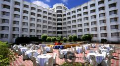 lawn-at-katriya-hotel-and-towers
